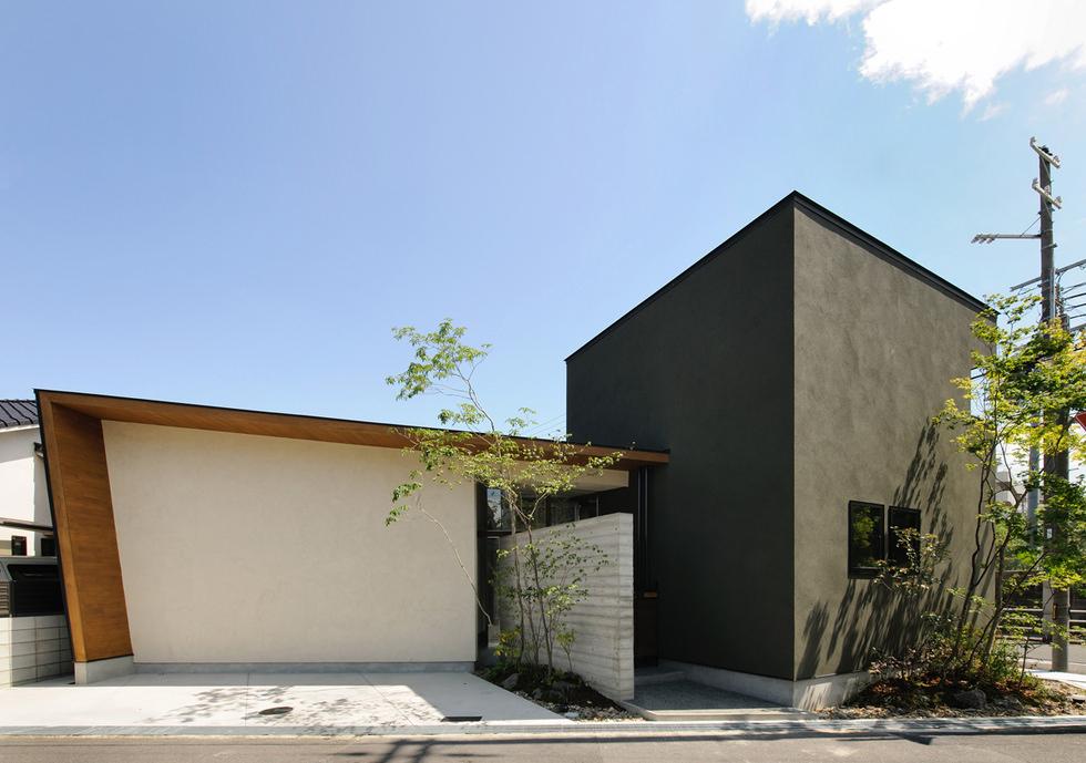 岸和田の中庭のある家