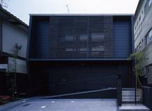 西京の和モダンな中庭のある家・京都の画像