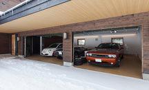 山の中のガレージハウスの画像