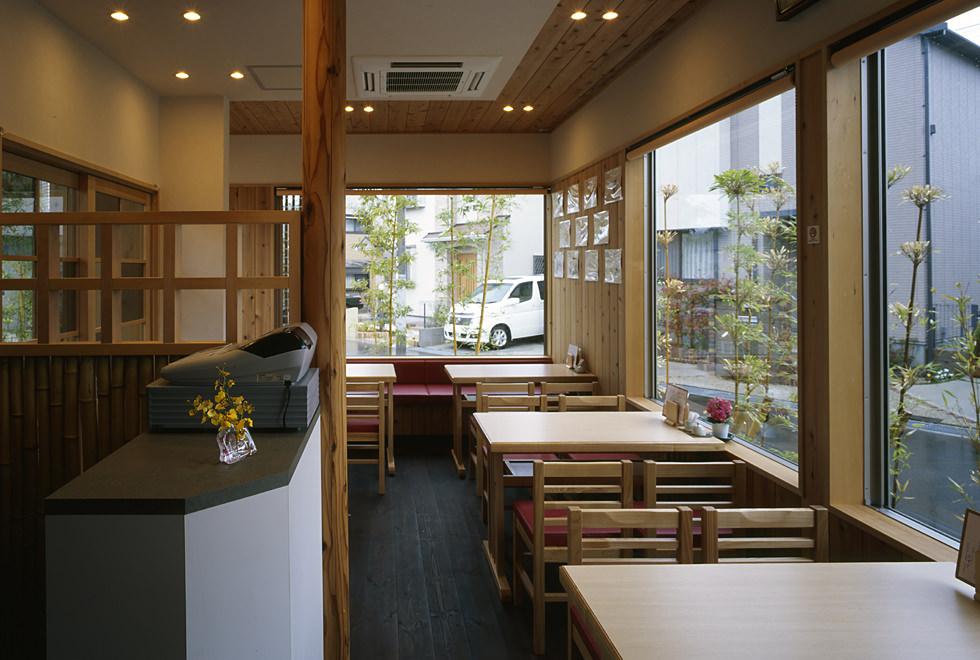 垂水の店舗併用住宅 1階店内テーブル席
