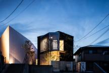 千里のテニスコートのある家・大阪の画像