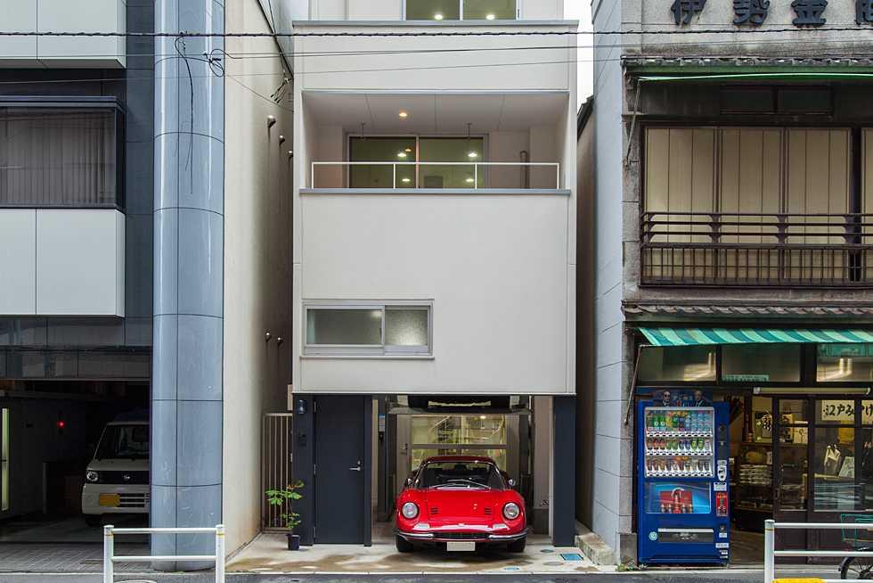 建築面積 約13.2坪<br />新富町の狭小ガレージハウス・東京