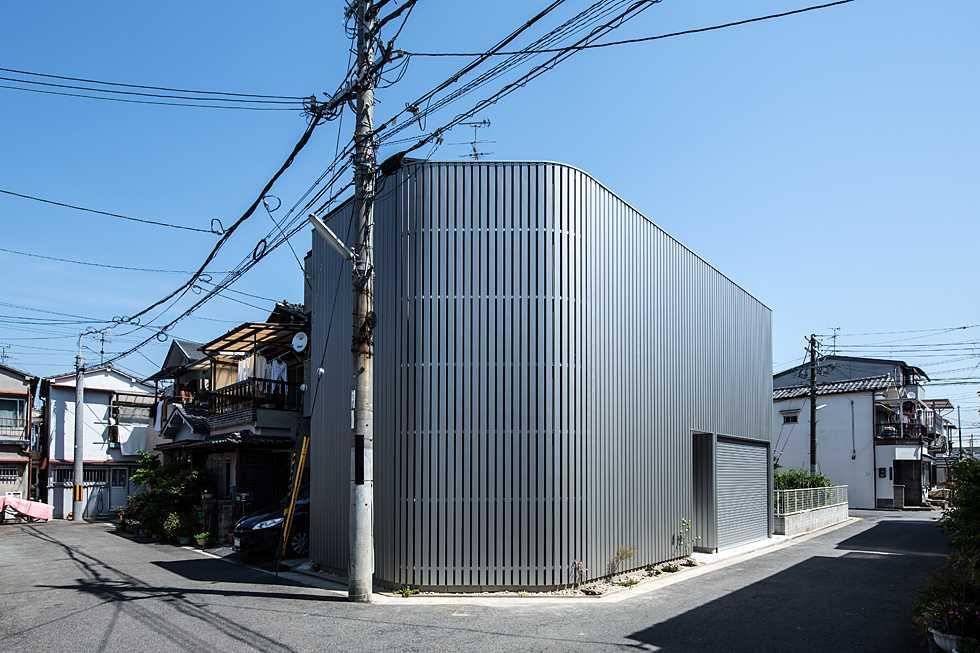 建築面積 約13.4坪<br />鳳の狭小ガレージハウス・大阪