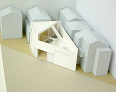 「変形敷地に建つ二世帯住宅」模型1