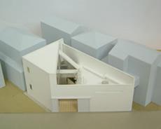 「変形敷地に建つ二世帯住宅」模型2