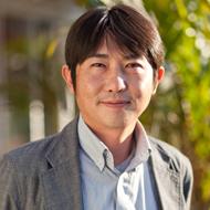 プロデューサー本間の顔写真